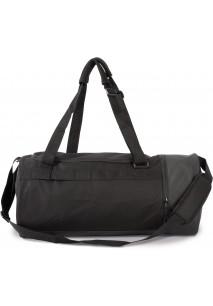 Schlauchförmige Sporttasche mit separatem Schuhfach