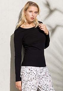 Damen Langarmshirt mit Rundhalsausschnitt. Aus Bio-Baumwolle.