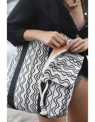 Recycelte kleine Tasche mit Reißverschluss – Wellenmuster